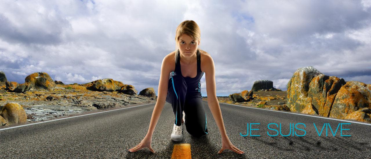 Coureuse au départ en Top et Pantalon de sport FITme noir/Filet Turquoise